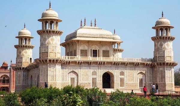 Baby Taj Agra by suehughes