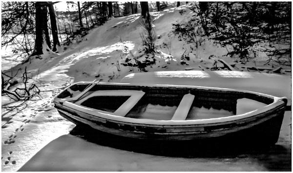 Stranded Boat by mac