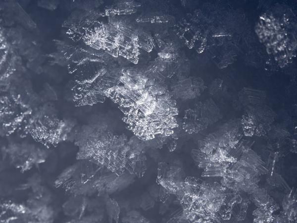 snow cristal by Izak1333