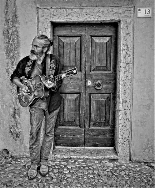 13 Chord Guitar by Glynn