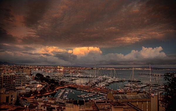 Palma de Mallorca at twilight by sandwedge