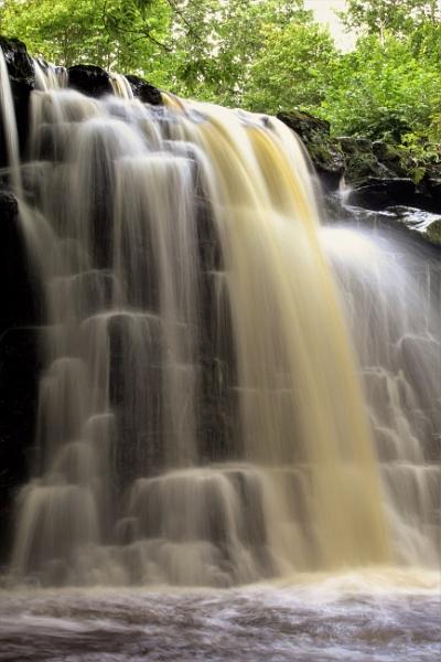 Scarloom waterfall by cookyphil