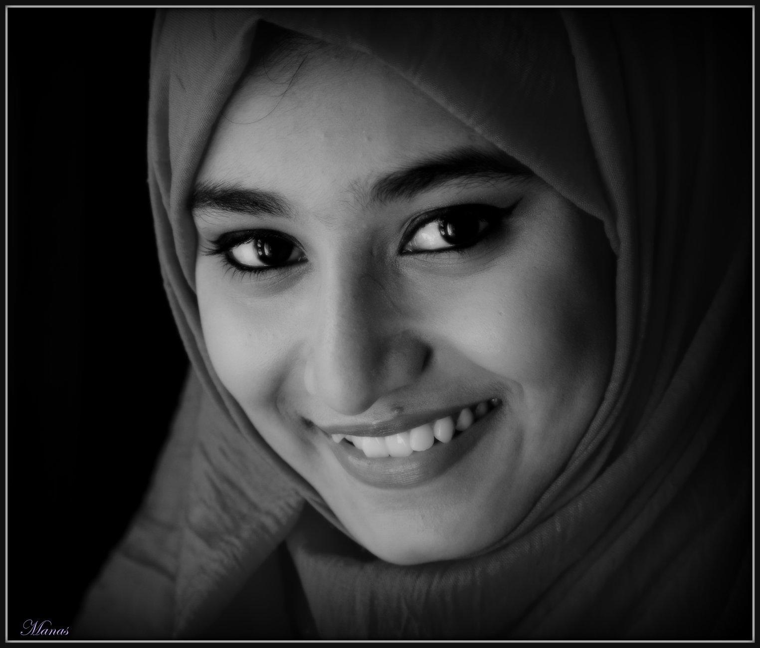The smiling eyes.