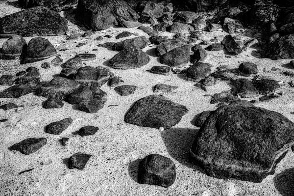 Sand and rocks by Leikon