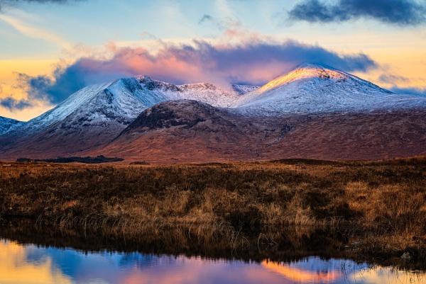 Dawn on the Blackmount by douglasR