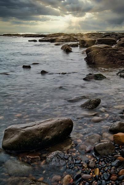 Newbiggin-by-the-Sea rocks by mmart