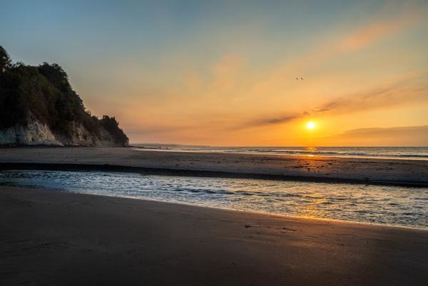 Sunset Tonchigüe beach by macxymum