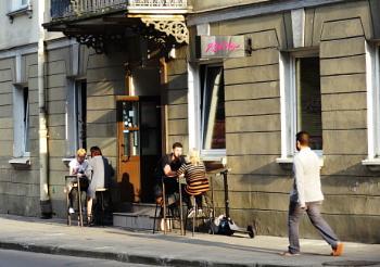 Street cafe in the evening sun z
