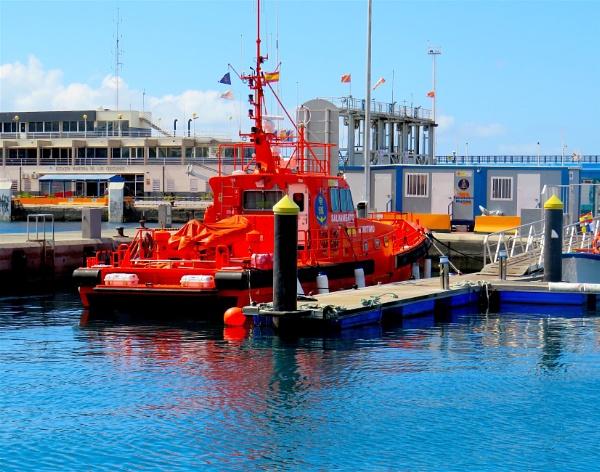 Pilot Boat by ddolfelin