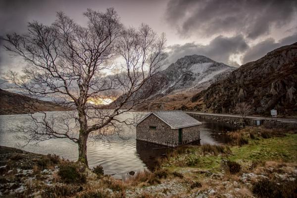 Llyn Ogwen dawn by tolle13