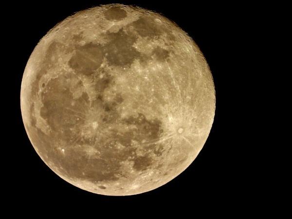 Supper Moon by Yossinir