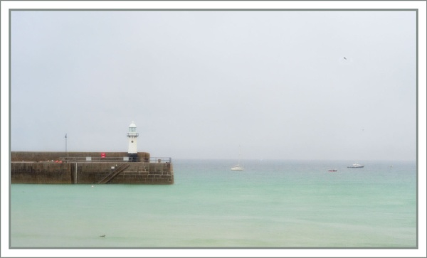 St Ives Harbour by tonyheps