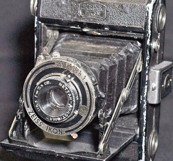Old camera by sjelect