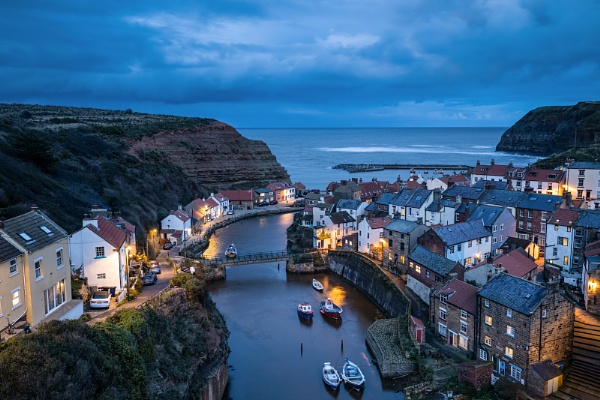 Staithes Harbour by Les_Cornwell