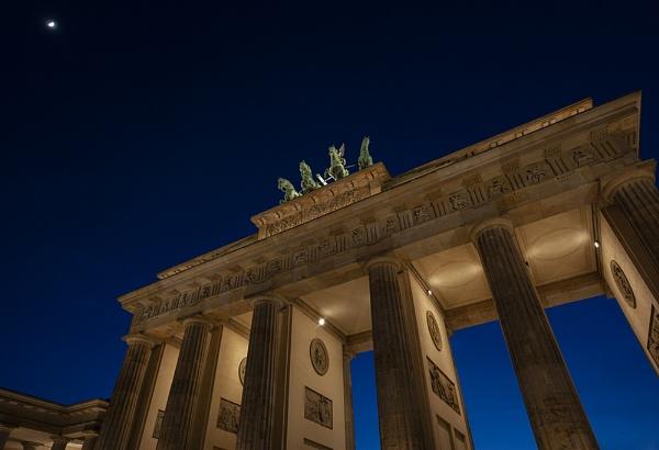 Brandenburg Gate Berlin by rontear