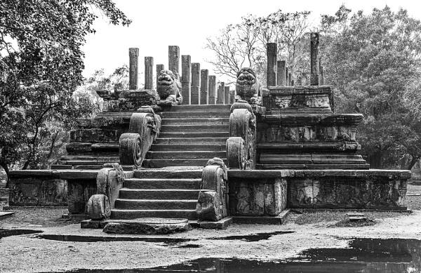 Sri Lankan monument by pdunstan_Greymoon