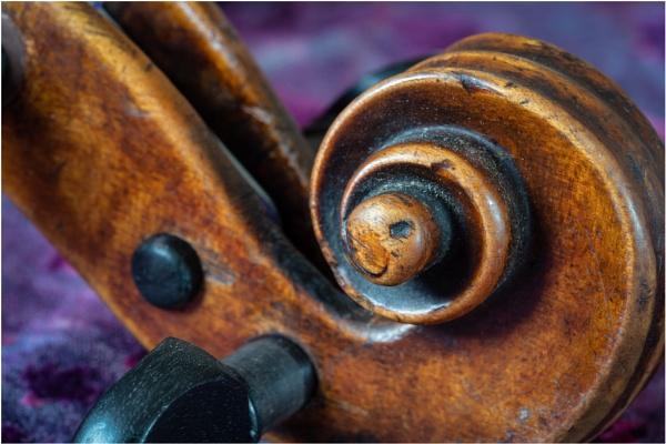 Fiddle Scroll... by sunsetskydancer