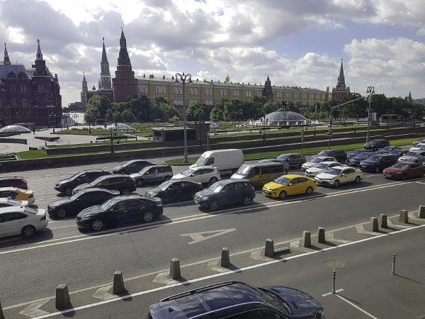 Breakfast opposite the Kremlin by nellacphoto