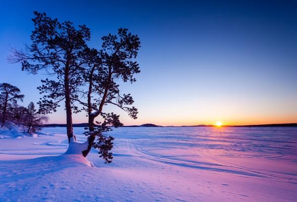 Lake Inari by PaulHolloway