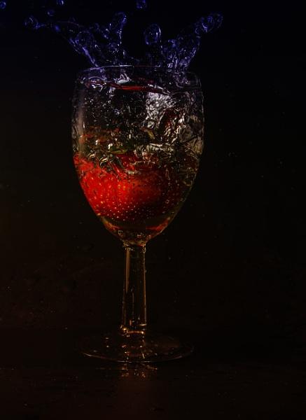 Strawberry splash by KazG