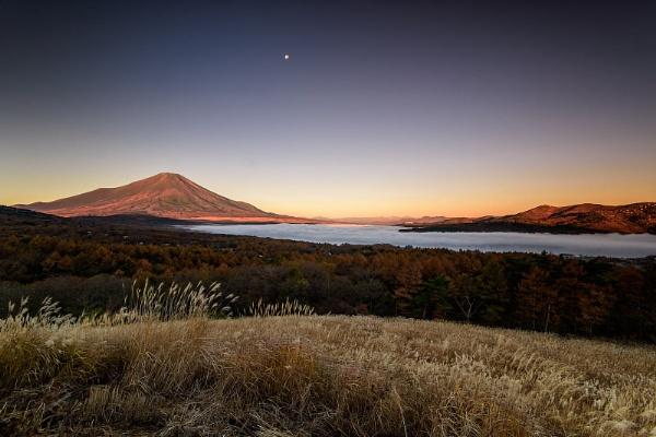 Mount Fuji at Dawn by hobbs