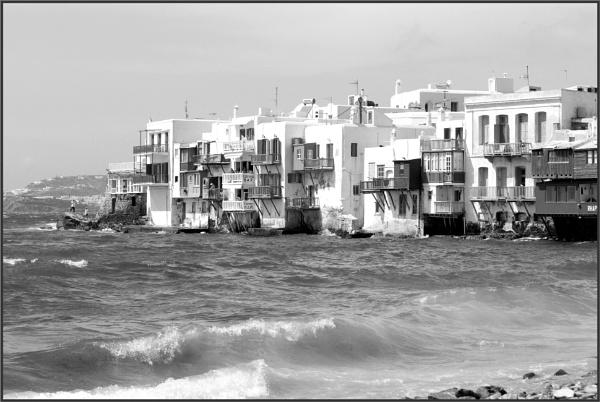 Greece in Mono 26 by lifesnapper