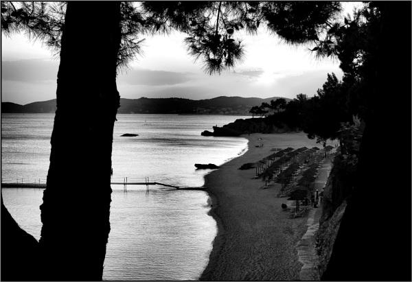 Greece in Mono 27 by lifesnapper