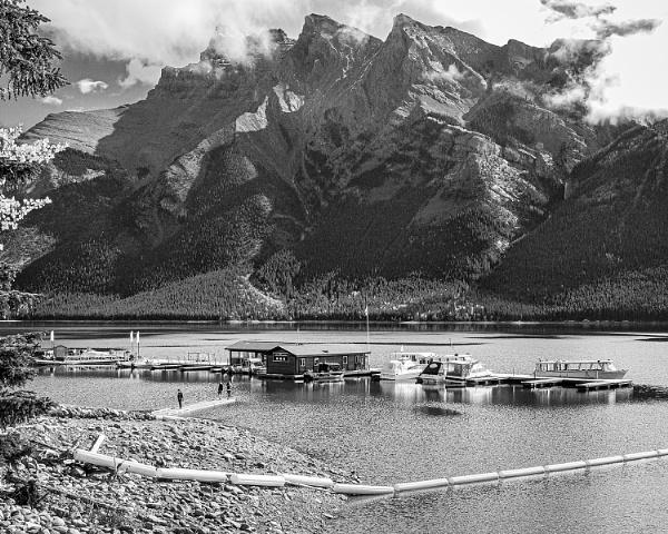 Lake Minnewanka by pdunstan_Greymoon