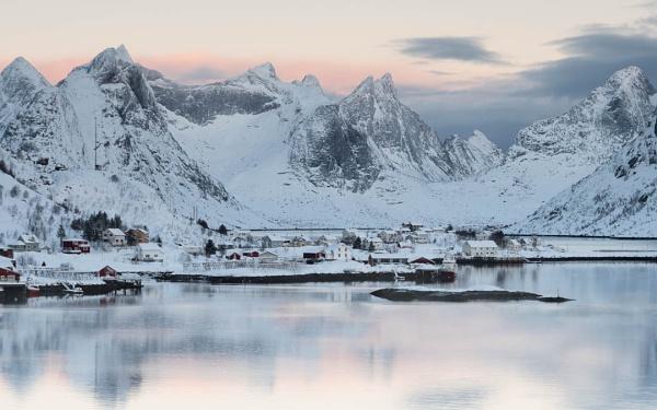 Reine, Lofoten by LLCJ