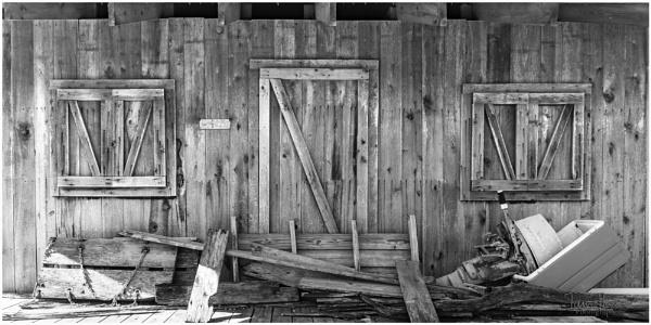 Hut in the swamp by IainHamer