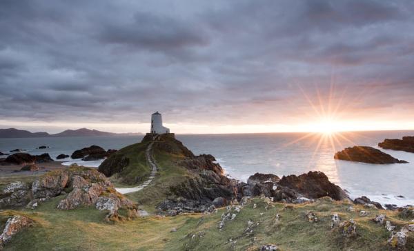 Llanddwyn lighthouse by KONIN