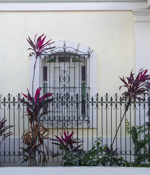 Mi Casa Es Tu Casa by LarryG