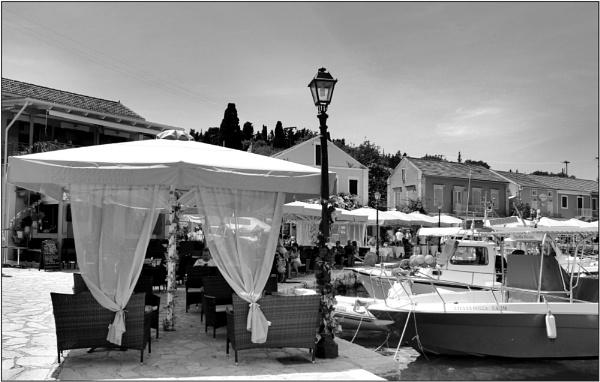 Greece in Mono 34 by lifesnapper