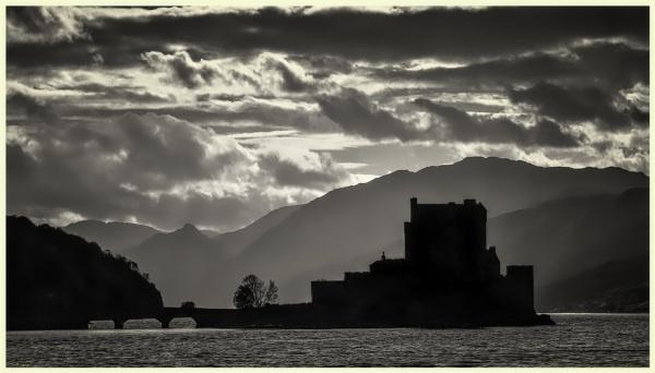 Eilean Donan Castle. by mickmarra
