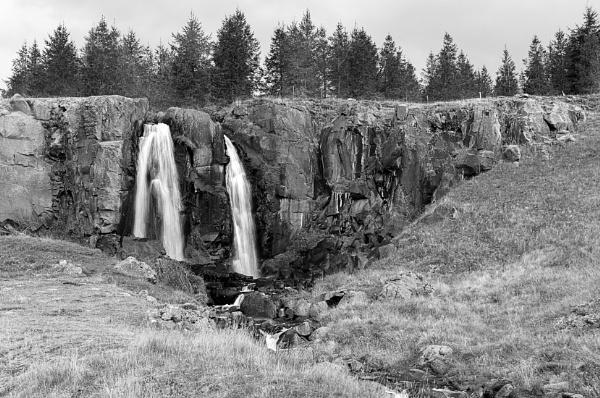 Waterfall in northern Iceland by pdunstan_Greymoon
