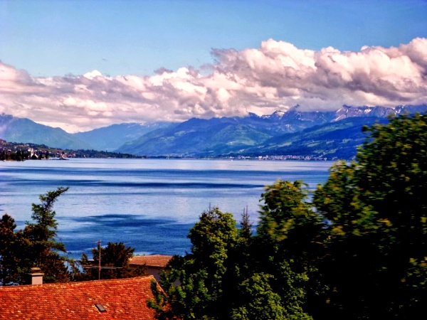 Lake Zurich from the train by Don20