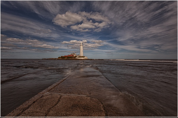 St Mary\'s Lighthouse by stevenb