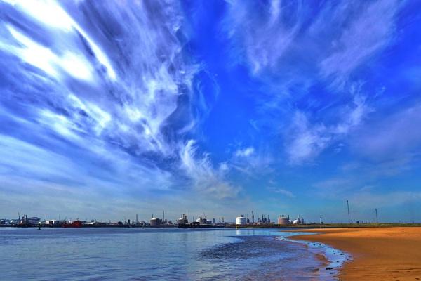 Big sky on the tees estuary. by georgiepoolie