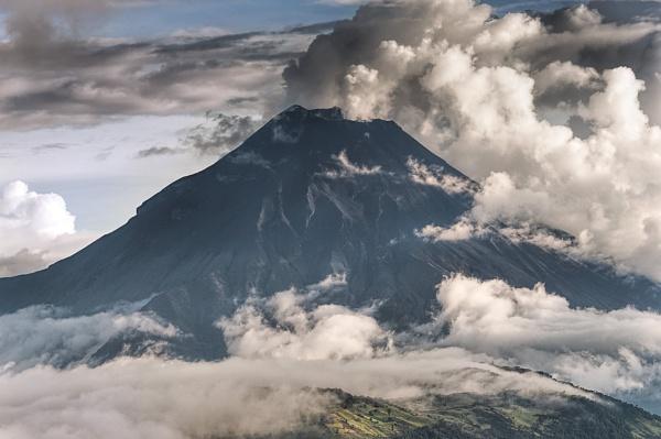 Tungurahua volcano phreactic eruption by macxymum