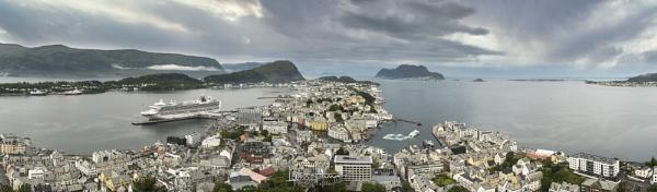 Alesund Norway by IainHamer