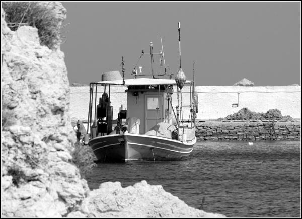 Greece in Mono 40 by lifesnapper