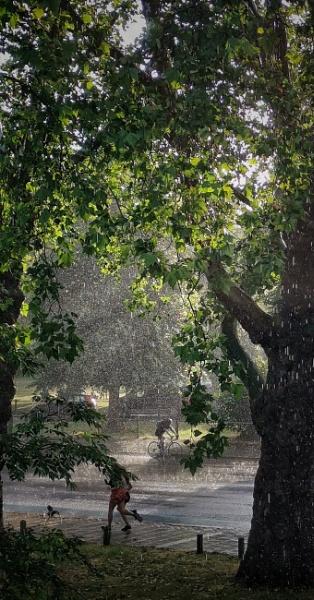 Unexpected rain showers London by StevenBest