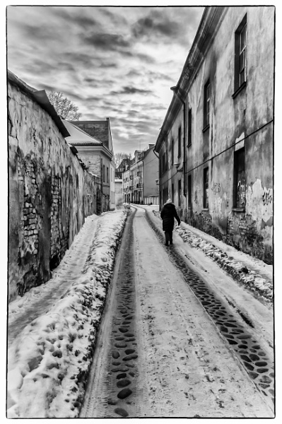 The cold walk home by Ingymon