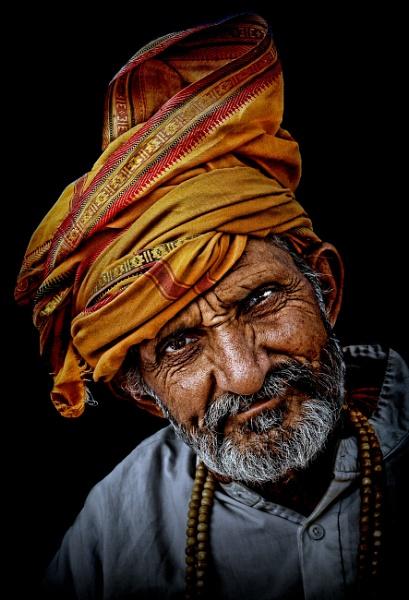 hindu pilgrim  with a tilt....... by sawsengee