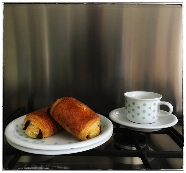 Mid-Morning Bun by dukes_jewel