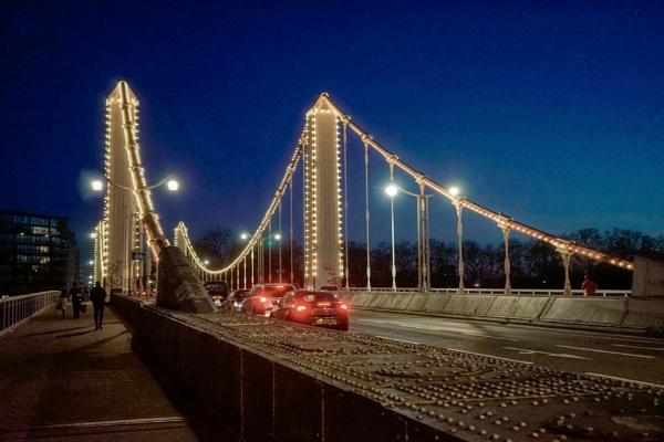 Battersea Bridge a night view by StevenBest