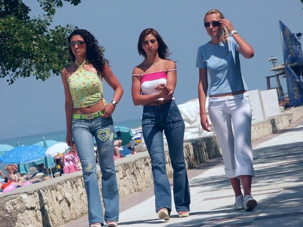 3 girls in greece by benjibob342