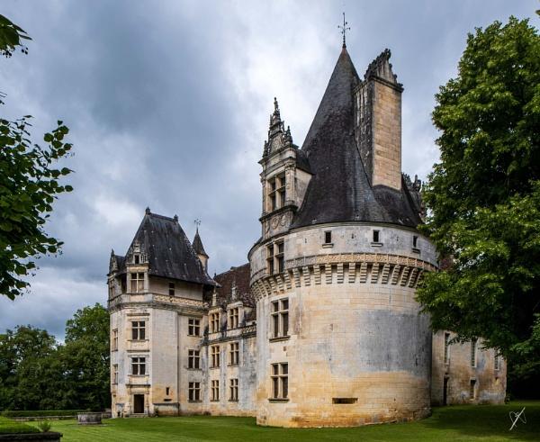 Chateau Puyguilhem, Dordogne by chataignier