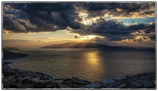 Seaside sunset by nklakor