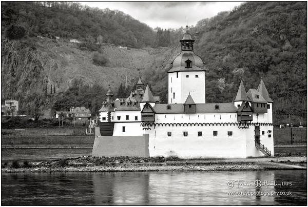 Burg Pfalzgrafenstein by TrevBatWCC